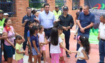 Director del Área Metropolitana entregó a la comunidad los Retazos Urbanos de los barrios Mutis y Hacienda San Juan, en presencia del Alcalde Juan Carlos Cárdenas