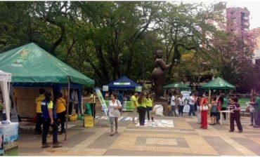 """""""Feria al Parque"""" permitió que nueve instituciones expusieran portafolio de productos hechos con materiales reciclables"""
