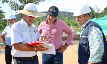 Director del Área Metropolitana inspeccionó las obras de reparación vial de la Transversal El Bosque, que registran 41 % de avance