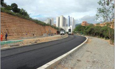 Pavimento llegó a la Transversal del Bosque y con ello trabajos de construcción entran en su recta final