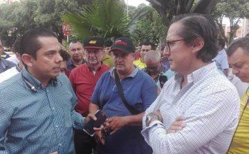 Diálogo franco y propositivo del Director del AMB con grupo de taxistas que protestaban ante el requerimiento de la tarjeta de control